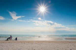 playa mediterránea en verano